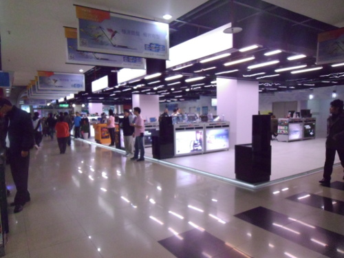 A picture of the various technology-selling stalls on the ground floor of Guanghua Digital Plaza