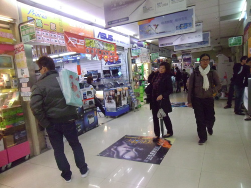 A view of the types of stall found on the second and third floors of Guanghua Digital Plaza