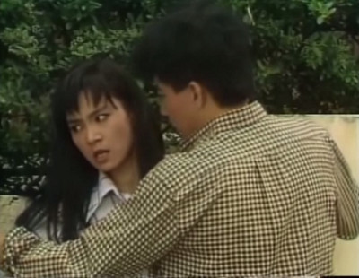 When Yiping wants to get away from Shuhuan, he grabs her, carries her as she's kicking and screaming, and pins her to a fence.  What a charming boyfriend.