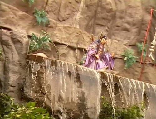 It's a puppet waterfall.